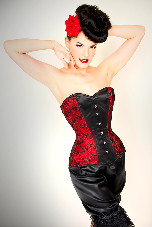 Oct 28, 2008 2008 Edwardian Corset blk lace over red