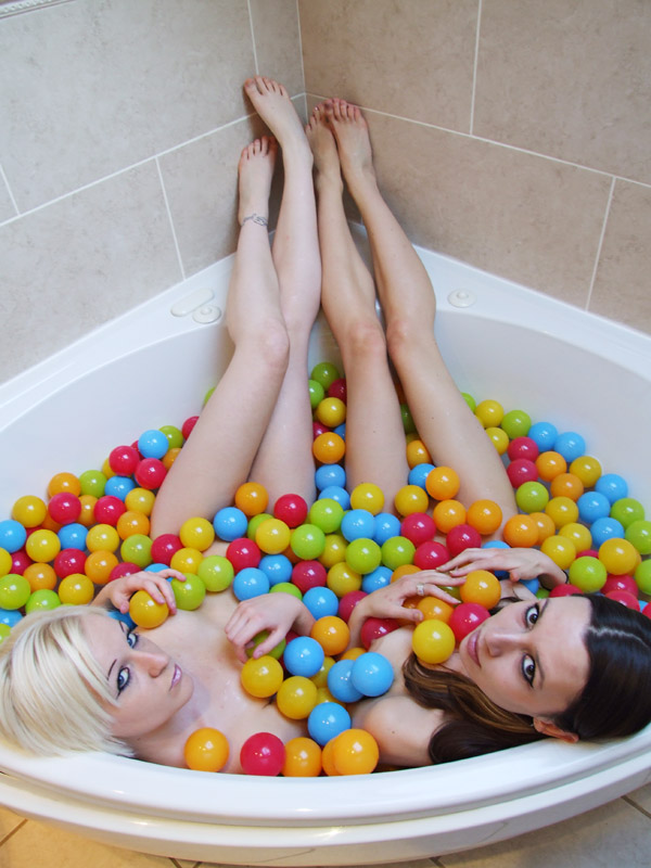Oct 30, 2008 pirate photography bath time ball pool