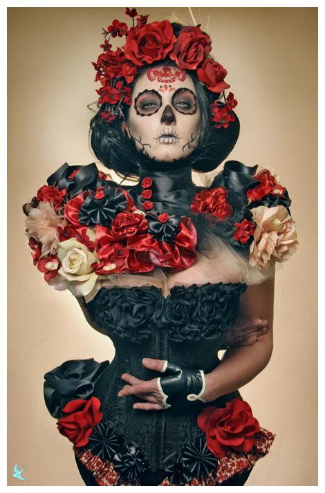 666 studios Nov 13, 2008 666photography Model/MUA: Lisa Naeyaert, styling/caplet/corset/hairpiece/hair: me! gloves: HMSLatex