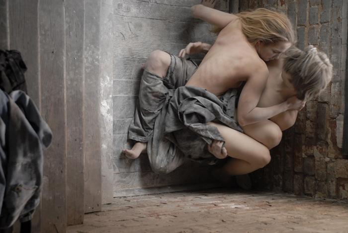Nov 18, 2008 an angel among ruins