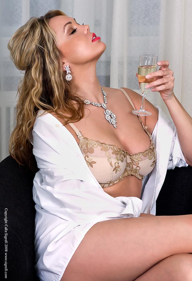 Female model photo shoot of _tayna by FashionPixel