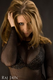 http://photos.modelmayhem.com/photos/081126/16/492dbfce3616d_m.jpg