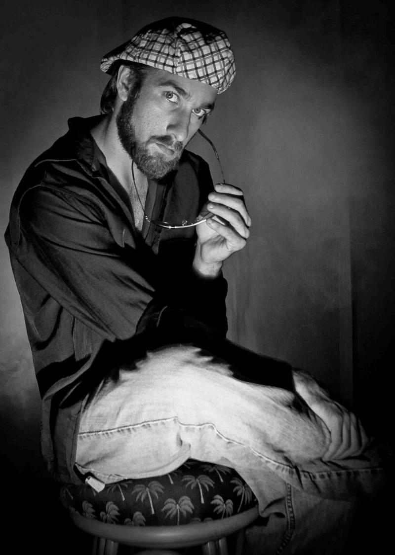 Male model photo shoot of Daniel Antonius