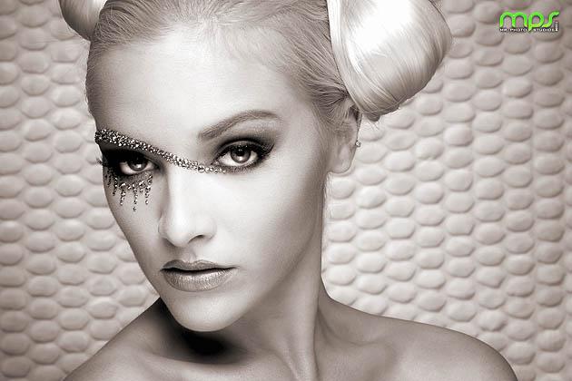 http://photos.modelmayhem.com/photos/081221/09/494e7686e09fa.jpg