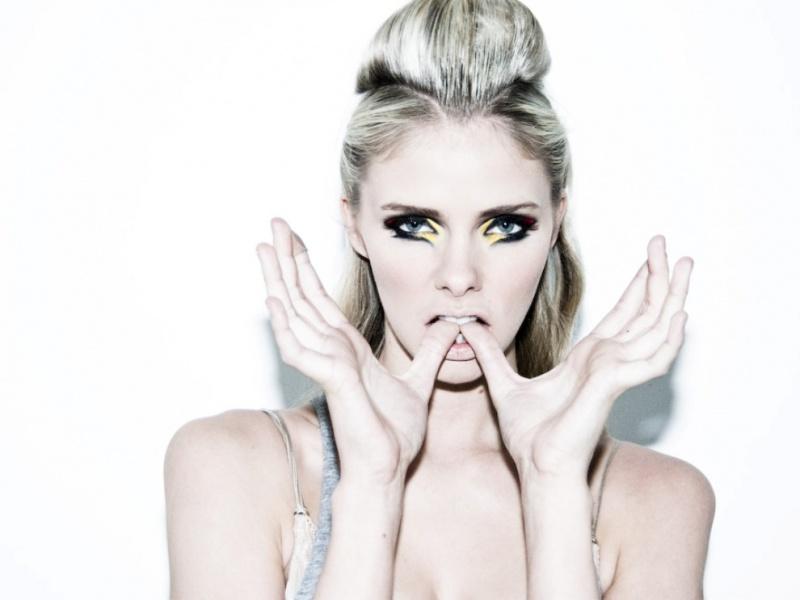 Female model photo shoot of taylor e