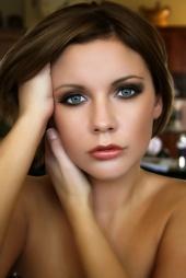 http://photos.modelmayhem.com/photos/081230/20/495af308ba06a_m.jpg