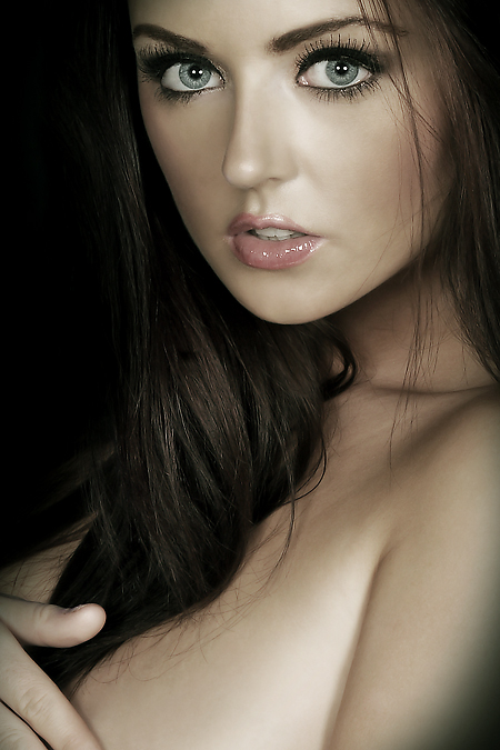 https://photos.modelmayhem.com/photos/090116/20/49715de1d0761.jpg