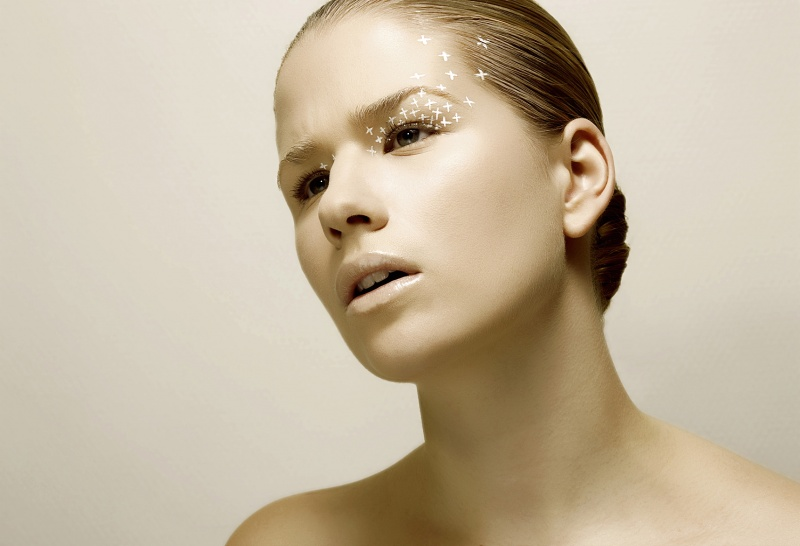Jan 26, 2009 Photographie : Pierre Dal Corso Maquillage et coiffure : Griphée Manucure : Kamel Bouri Modèle : Camille Goix