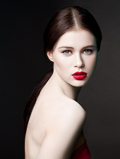 http://photos.modelmayhem.com/photos/090127/06/497f1d802b558_m.jpg