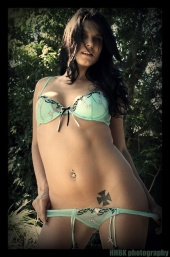 http://photos.modelmayhem.com/photos/090128/22/498153875717a_m.jpg