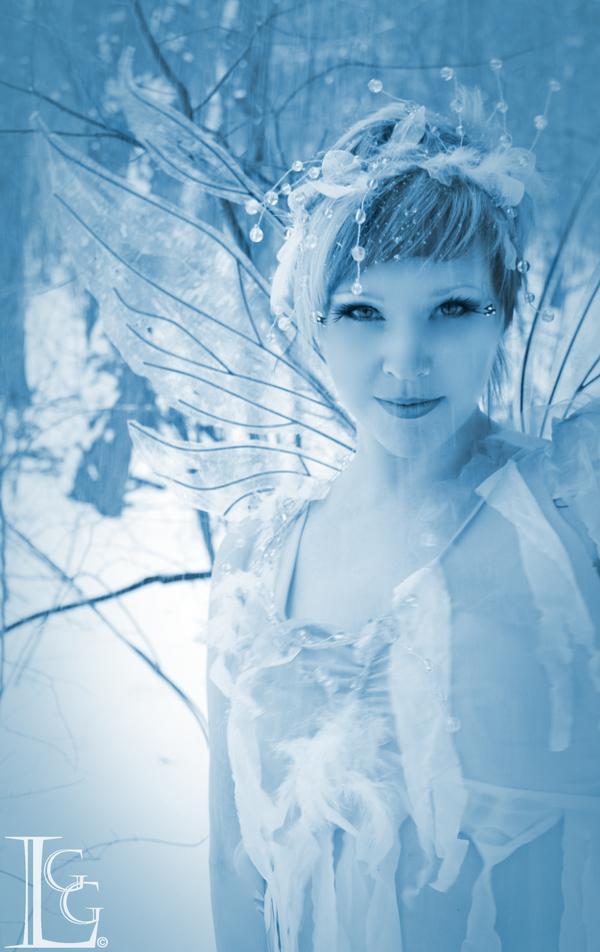 blydenburg park Jan 31, 2009 looking glass gilrs snow fairy