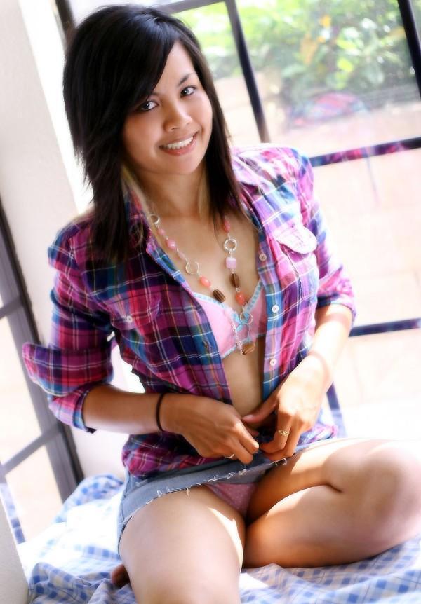 Female model photo shoot of Jazee D