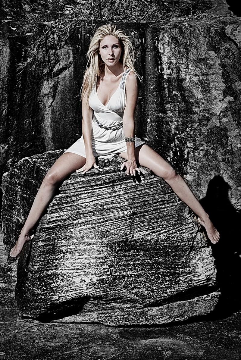 Feb 04, 2009 BIP Edit by Hanginpixels