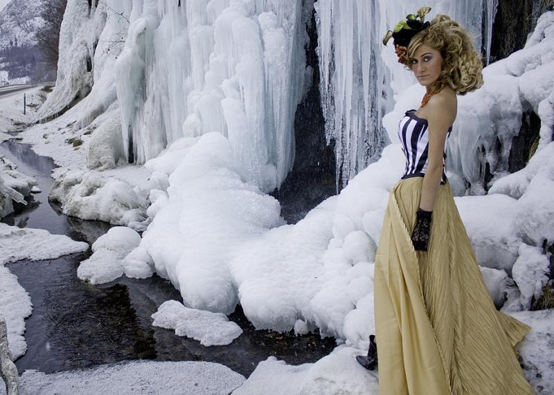 Feb 09, 2009 Model Anna Belanger:  Photographer Ashley Baker:  Dress and Hat Elizabeth Roche:  Hair and Make-Up Ashley Baker