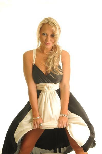 http://photos.modelmayhem.com/photos/090228/21/49aa1bc6c7a53.jpg