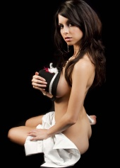 http://photos.modelmayhem.com/photos/090327/17/49cd75770422c_m.jpg