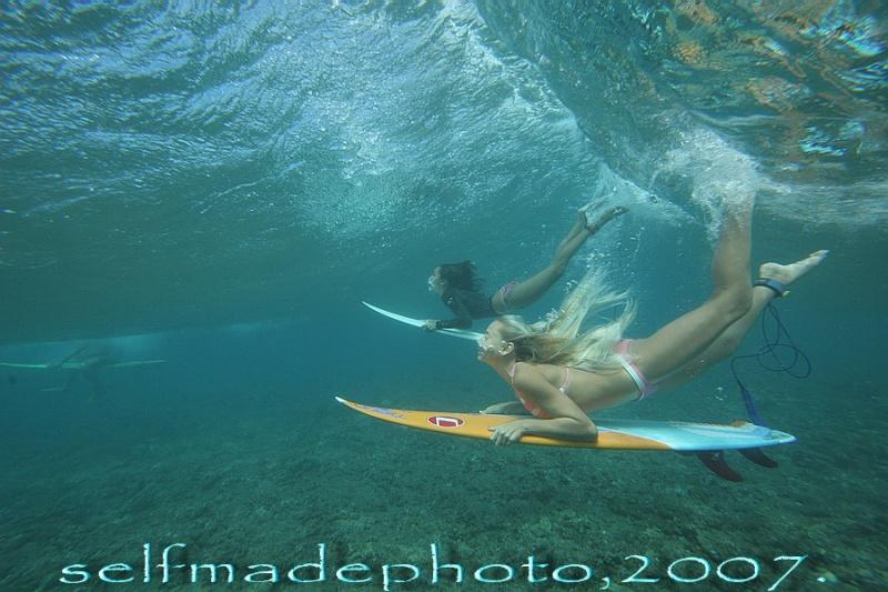 Honolua Bay, 2007. Mar 28, 2009 selfmadephoto. Lani and Katy.
