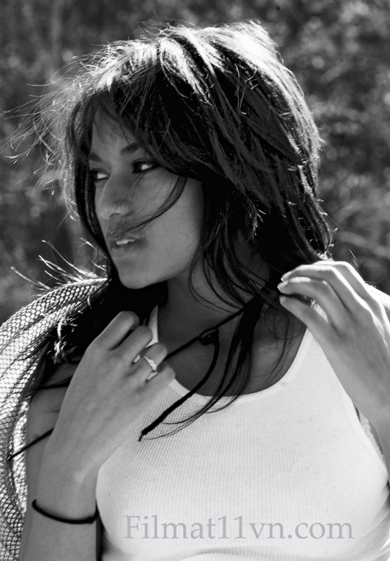 Female model photo shoot of Danika