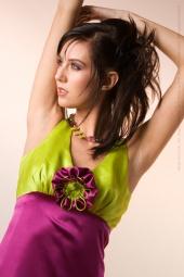 http://photos.modelmayhem.com/photos/090404/07/49d76e40682e2_m.jpg