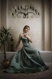 http://photos.modelmayhem.com/photos/090404/07/49d7723374c6b_m.jpg