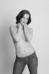 http://photos.modelmayhem.com/photos/090407/08/49db7480128e2_m.jpg