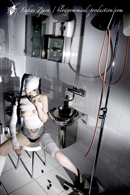 Berlin  Apr 15, 2009 lukas zpira / www.blowyourmind-production.com Satomi ...