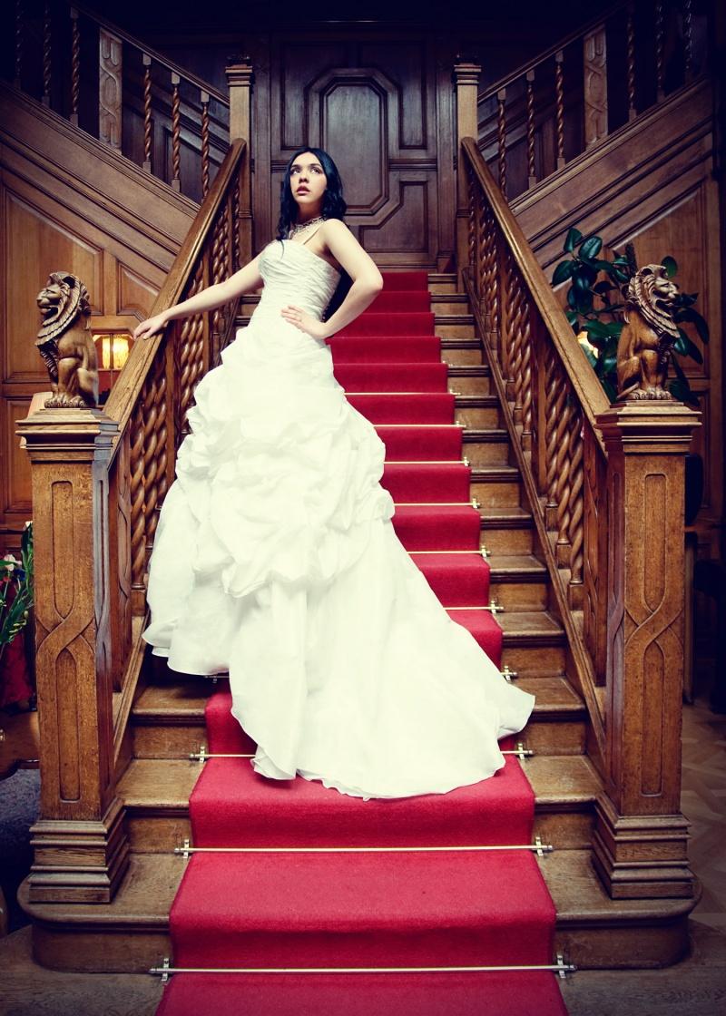 land of loyal hotel aylth Apr 20, 2009 kirsty legg  The bride wedding dress for shop cataloge
