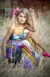 http://photos.modelmayhem.com/photos/090422/09/49ef43b8ae67d_m.jpg