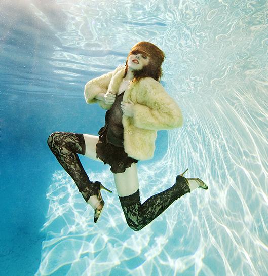 Apr 24, 2009 Ari Abramcyzk Underwater Fashion