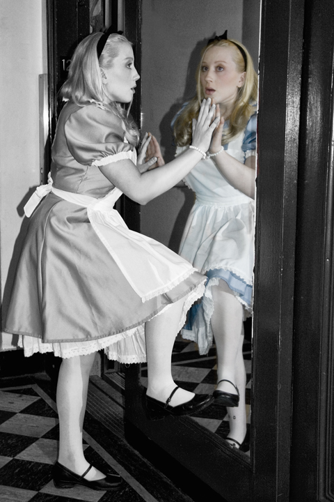 Wonderland May 01, 2009 Robin Souma - Photography & Jair - Make Up Artist Through The Looking Glass