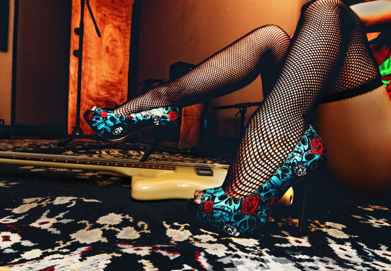 X-Engine Music Studio Boston MA May 06, 2009 Benson@2009 I love a lady in Heels