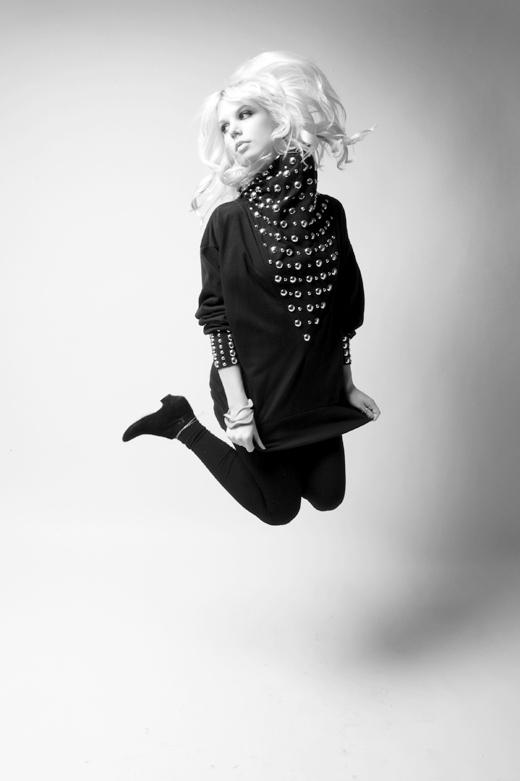 Female model photo shoot of DEE LAR SEN by trapphoto