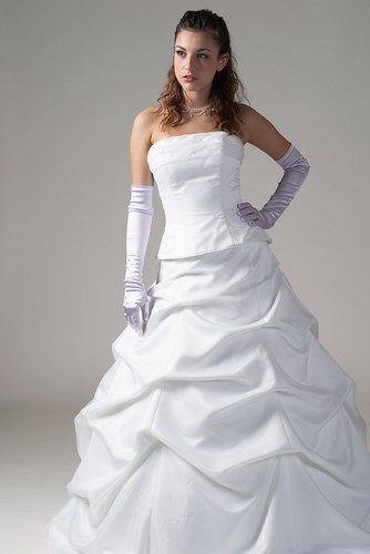 May 19, 2009 Lady Of Fashion Wedding Gown