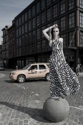 http://photos.modelmayhem.com/photos/090525/00/4a1a4adfc7320_m.jpg