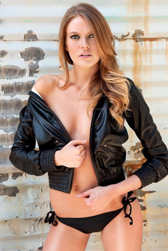 http://photos.modelmayhem.com/photos/090525/20/4a1b5bff41433.jpg