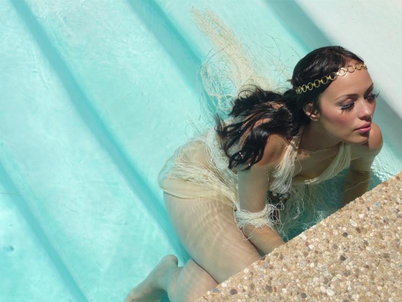 Bel Air Jun 02, 2009 Kate Earl underwater shoot