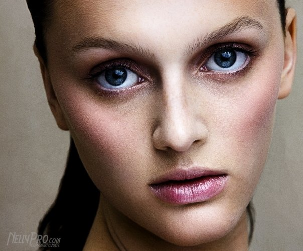 Female model photo shoot of Nicole Collins