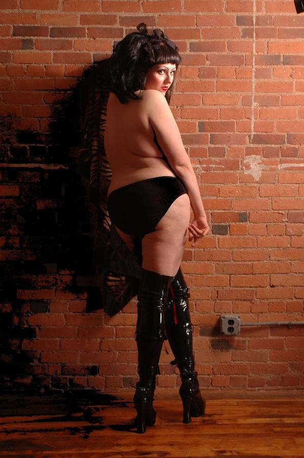 Female model photo shoot of coffin_girl