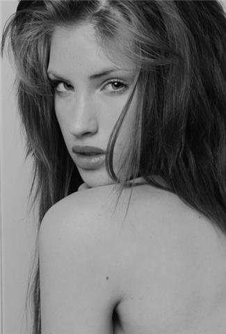 Female model photo shoot of Elizabeth Rogers by mick11199