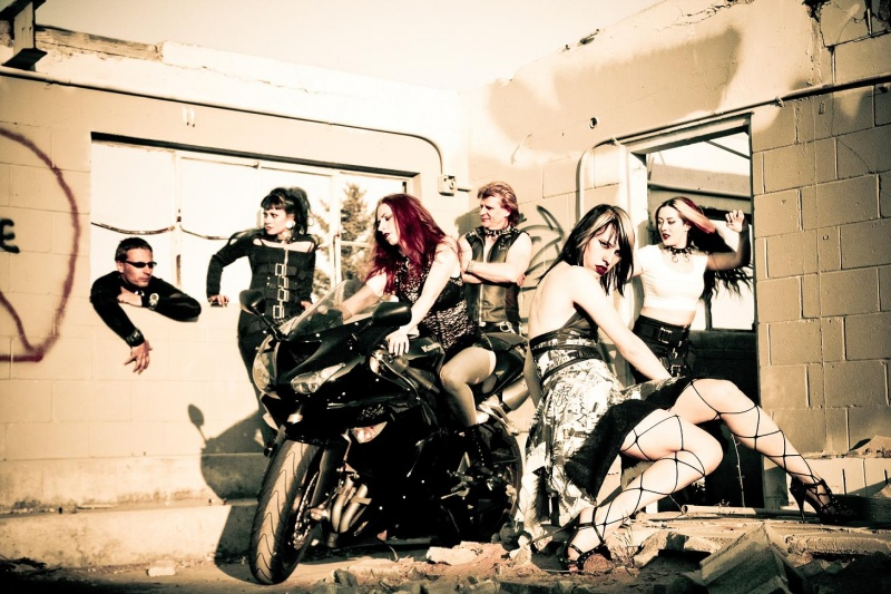 Edmonton Jul 07, 2009 Suzanne Sagmeister Photography Models (left to right): Darcy Evans, Betty Wing, Melissa Carlson, Michael Legge, Jena Skye, Renee Robyn