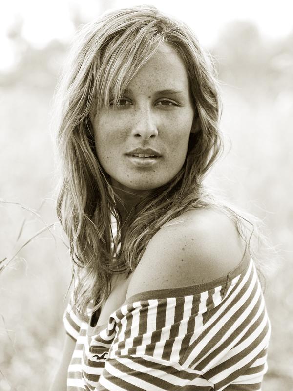 Jul 15, 2009 Lauren Shute, Hollister girl.