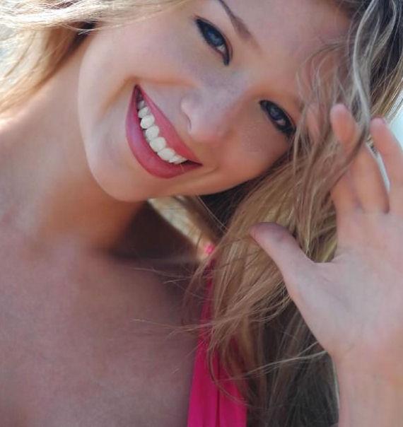 Female model photo shoot of Rachel Veakes