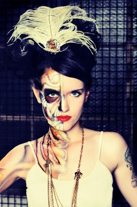 Jul 29, 2009 Avant Garde Feather Clip, Model: Bettie Toxic, Photo: Killer Eye, SPFX: Mistyr E., Hair: Lady Scissorhands