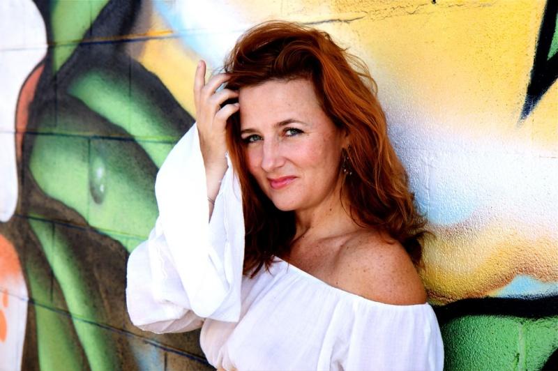 http://photos.modelmayhem.com/photos/090806/12/4a7b363a1cfa0.jpg