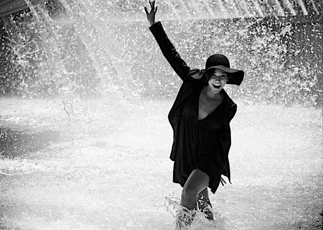 Aug 07, 2009 singing in the rain!