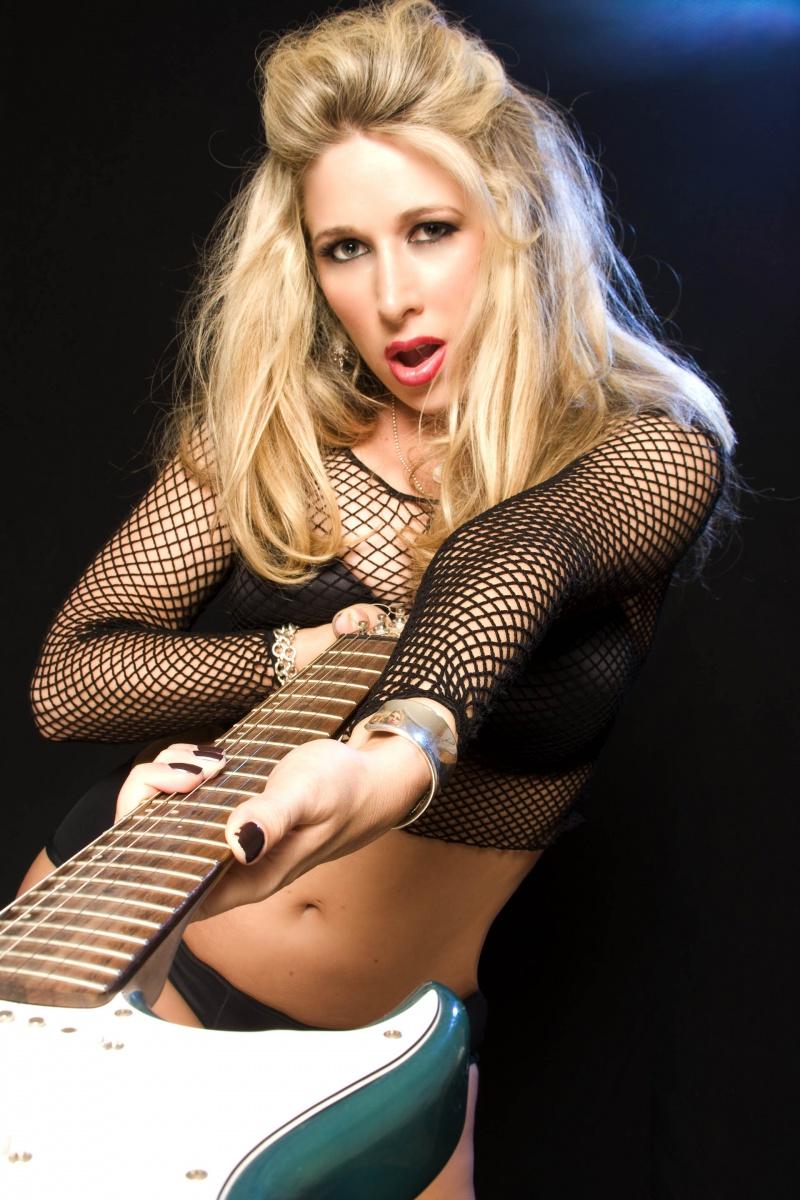 Scottsdale, AZ Aug 11, 2009 (c) Phlash Studios Alissa rocking