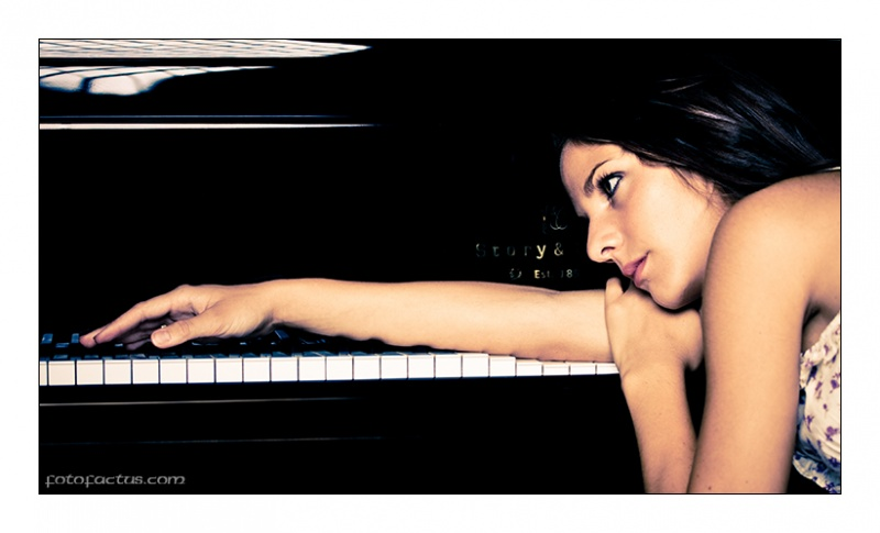 Female model photo shoot of Kara Diakoulas