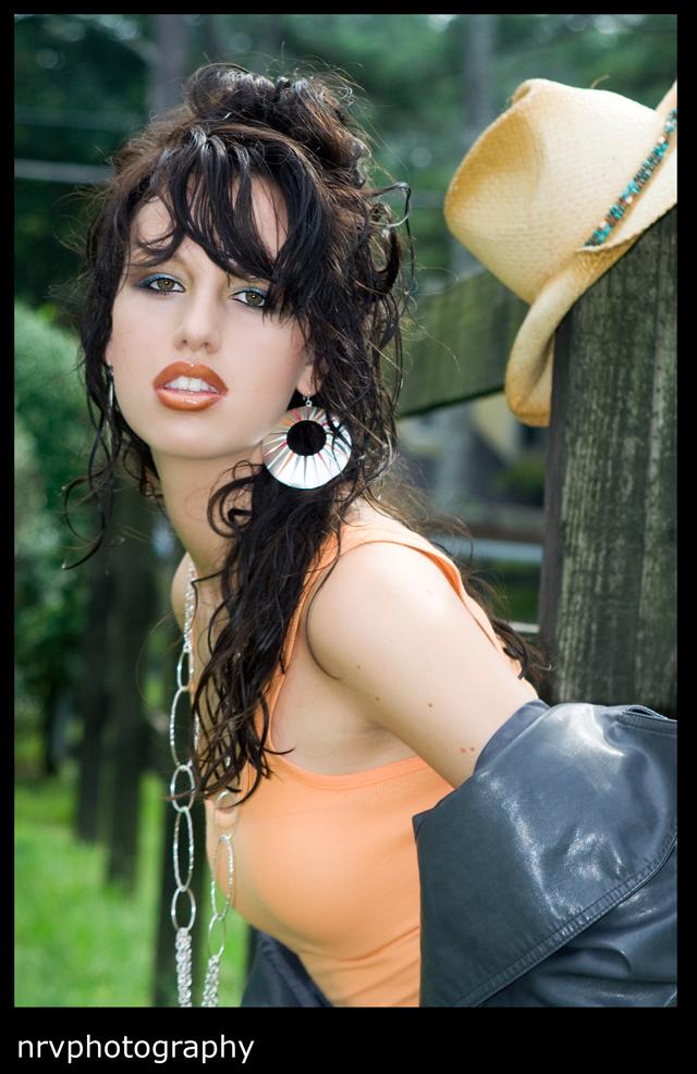 http://photos.modelmayhem.com/photos/090916/11/4ab1353888739.jpg