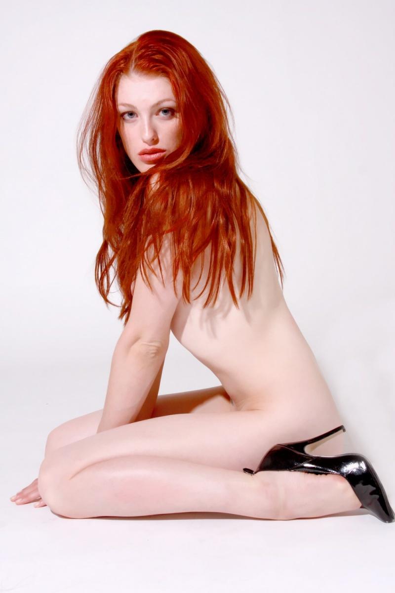 http://photos.modelmayhem.com/photos/090921/01/4ab73cc469443.jpg