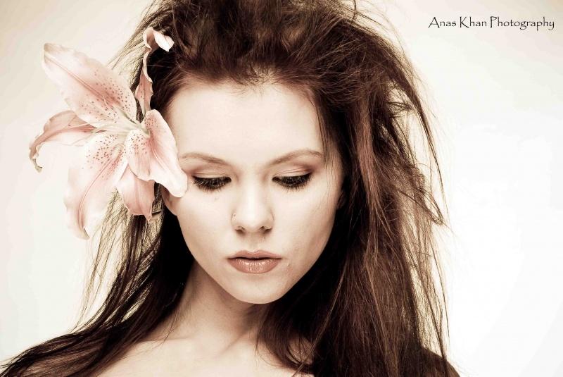 Female model photo shoot of Valery N